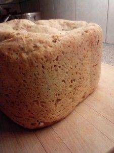 Speltbrood recept voor broodbakmachine – Hoe bak je zelf speltbrood in een broodbakmachine *** Speltbrood wit recept  Dit recept is voor een echt wit speltbrood met lichte korst en zachte iets zoete smaak. *** Ingrediënten:Speltmeel – 450 gram Havervlokken – 25 gram Droge gist – 7 gram Warm water (45 graden) – 225 gram Zout – afgestreken theelepel  Niet vereist, wel handig/lekker: Palmsuiker  – scheutje/schepje Meel- of broodverbeteraar (eetlepel)