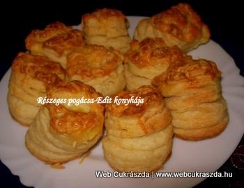 Részeges pogácsa | Olyan szép levelesek és magasak lesznek, hogy vigyázat, sütés közben dőlhetnek is! :) Vass Lászlóné Edit receptje, köszönjük szépen! Íme az elkészítése: http://webcukraszda.hu/pogi_search.php?id=195
