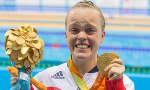 Ellie Simmonds with her gold medal in Rio.