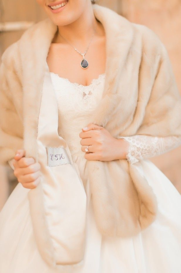 Personalized fur stole with monogram (Photo by Arte De Vie)