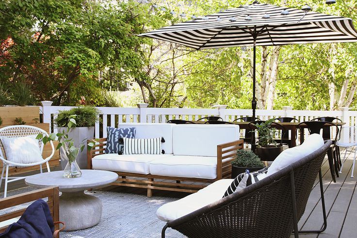 A beautiful deck with wonderful pieces of furniture & a great layout! // Chris loves Julia