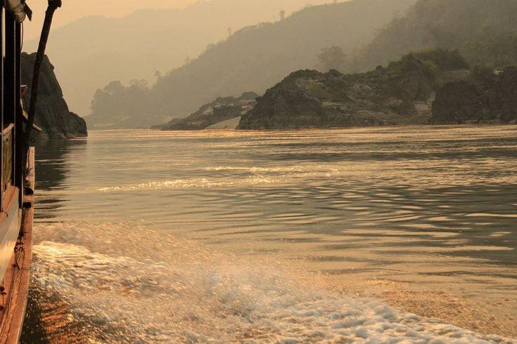 Uygarlıkların tarihlerini incelediğimizde birçoğunun su havzalarının; göllerin, denizlerin ve akarsu kaynaklarının çevresinde kurulduğunu görebiliriz. Nil boyunca Mısır Medeniyetini, Dicle ve Fırat havzalarında Mezopotamya uygarlıklarını, Ganj kenarında Hintlileri ve Mekong çevresinde de Angkor Medeniyetini görebiliriz. 4350 km uzunluğuyla dünyanın on ikinci uzun nehri olan Mekong; Tibet'te yer alan Doğu Himalaya dağlarından doğup Çin, Myanmar, Laos, Tayland, Kamboçya ve Vietnam'da geçtiği…