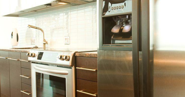 A geladeira da minha Frigidaire Side-by-Side não está gelando. Os refrigeradores side-by-side da Frigidaire têm funções como filtro de ar interno, capacidade de resfrio e congelamento rápidos, painel de controle eletrônico, gavetas com controle de umidade, dispensadores de gelo e água e prateleiras e cestos ajustáveis. Se os proprietários acharem que o lado geladeira da unidade não está resfriando ...
