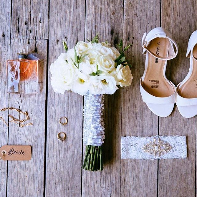 A little bit obsessed with this pic by @chasingbrightnessphotography #rachandmitch