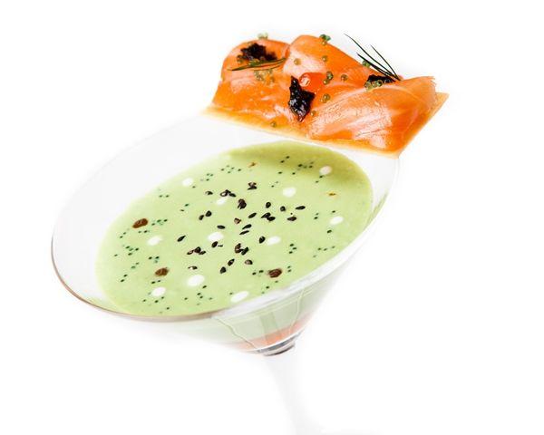 Vichyssoise de laitue et cresson crackers de saumon Salma aux algues ©Thierry Caron