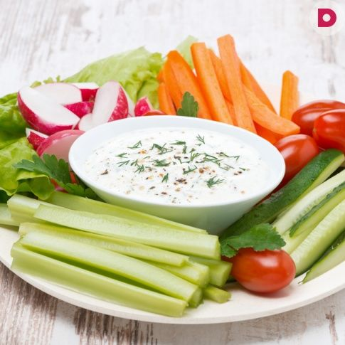 Запуска из свежих овощей с йогуртовый соусом