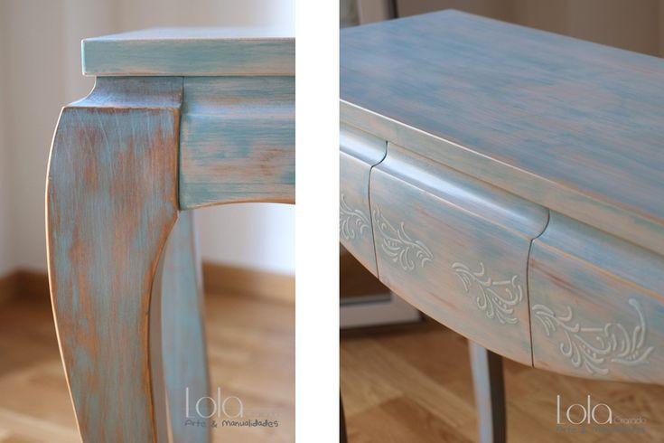 #Mueble de #madera para entrada, pintado a mano, terminación #cera. Estilo #shabbychic en tonos agua marina y detalles en relieve en blanco. www.lolagranado.com