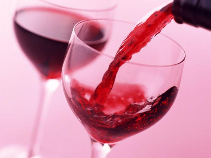 Простые рецепты приготовления домашнего вина из фруктов и ягод.