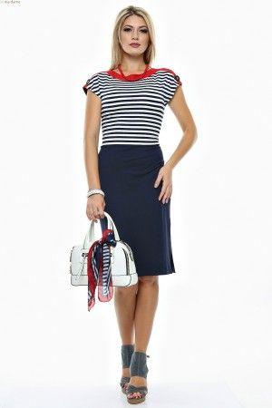 Rochie tricot uni, fata dungi cu linie dreapta si nasturi contrast decolteu.