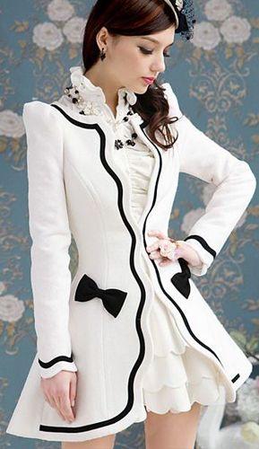 veste blanche d'inspiration victorienne