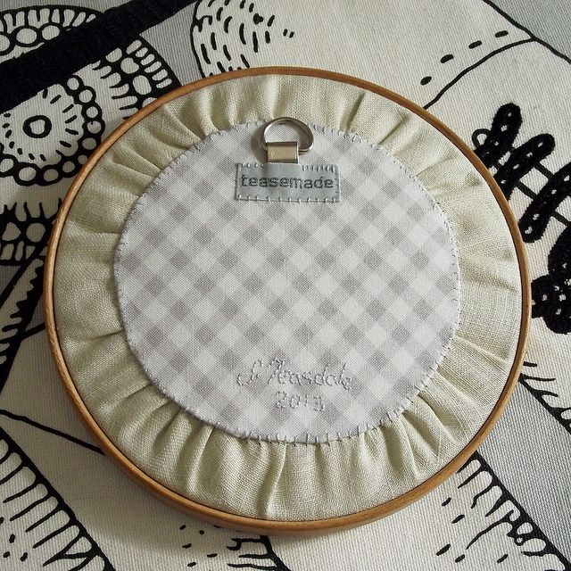 backside of a embroidery hoop wall art. I will use this method.