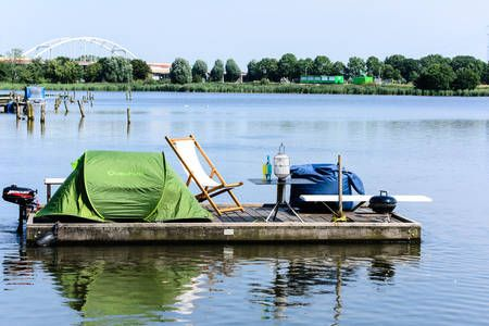 Dai un'occhiata a questo fantastico annuncio su Airbnb: Camp on a Lake. a Amsterdam