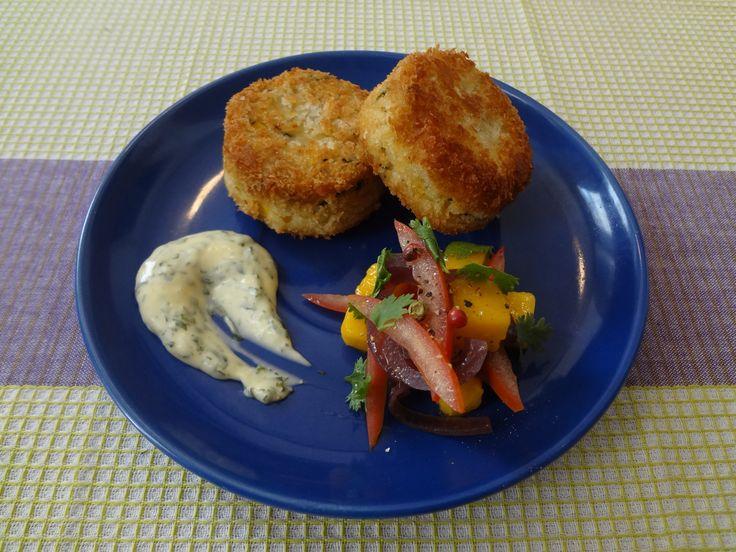 Fish Cake, Vegetales Encurtidos, Mayo de Hierbas