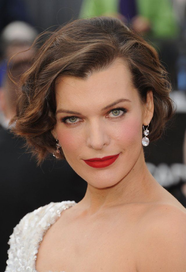 love the hair, the eyes and the lipstick...Milla at the Oscars 2012