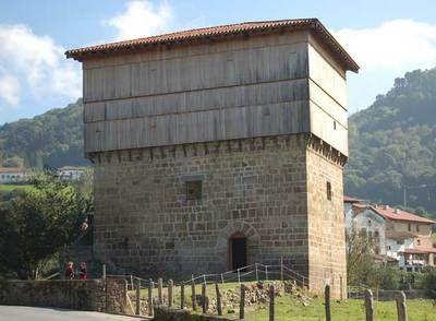 La torre navarra de Donamaría, del siglo XIV, también llamada Casa Tablas.