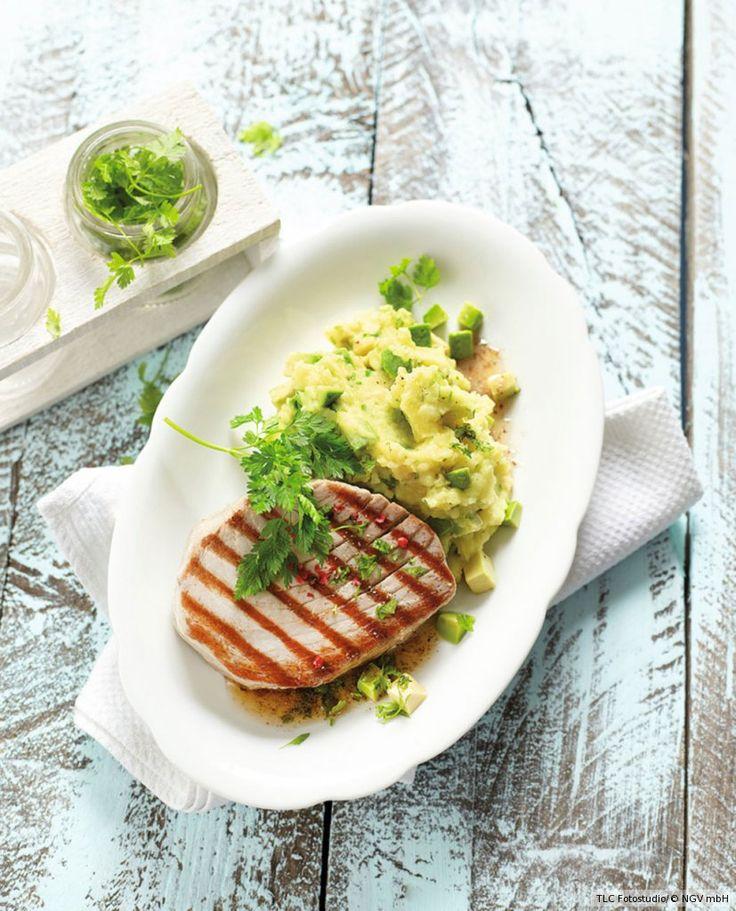 Rezept für Gegrillter Thunfisch mit Kartoffelstampf bei Essen und Trinken. Und weitere Rezepte in den Kategorien Fisch, Kartoffeln, Kräuter, Milch + Milchprodukte, Obst, Hauptspeise, Braten, Grillen, Einfach, Schnell.