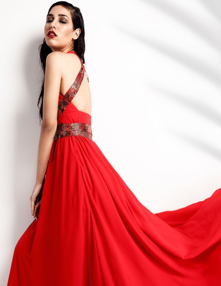 RedMajesty Dress| Ένα φόρεμα που καταφέρνει να αποτυπωθεί στη μνήμη σας. Κόκκινο maxi φόρεμα, με τριγωνικό μπούστο, εξώπλατο. Με δερμάτινο animal print ζωναράκι για το δένετε ανάλογα με την φαντασία και τη διάθεσή σας, δημιουργώντας ένα διαφορετικό φόρεμα. Η εξαιρετική ελαστική μουσελίνα τού δίνει μία αίσθηση δύναμης και αισθησιασμού. Material: Elastic mousseline
