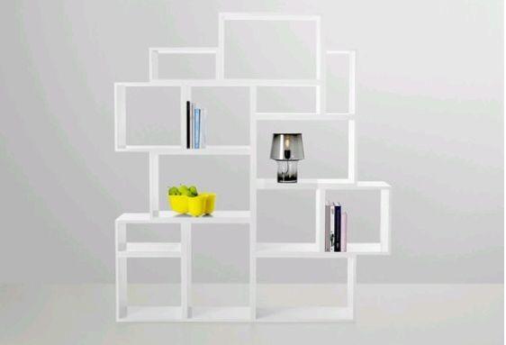 Stacked reol fra Muuto Flot reolsystem fra Muuto. Her har du mulighed for at kombinere din helt egen reol, da reolen købes i moduler.  Udvælg en serie af bokse og byg selv din helt egen reol. Der medfølger 1 samleklemme til hver boks.  Mål:  small modul: 21,8 x 43,6 x 35 cm 645,- medium modul: 43,6 x 43,6 x 35 cm 845,- large modul: 65,4 x 43,6 x 35 cm 945,-