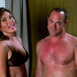 """Benson (Mariska Hargitay) and Stabler (Christopher Meloni) undercover in the Law and Order: SVU episode """"Wildlife"""""""