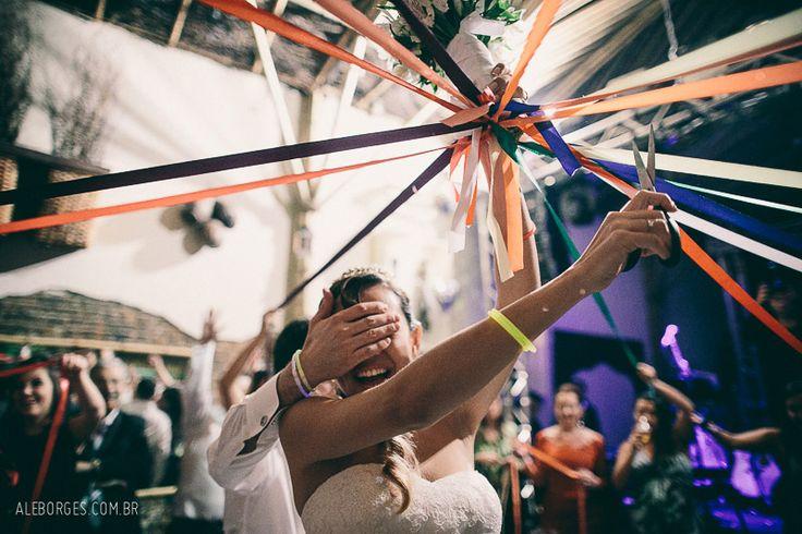 Fotografia Casamento | Carolina e Ronaldo | Capela da PUC | Tantra Eventos | São Paulo - SP | Ensaio de Lua de Mel em Universal´s Island of Adventure, Orlando, FL - Fotos por Ale Borges - Bouquet de fita