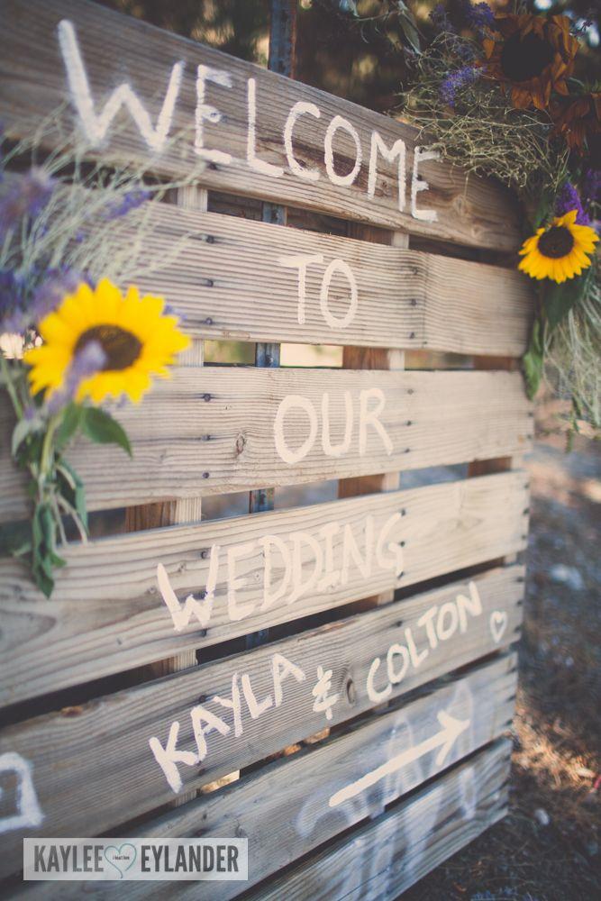 Warm Springs Inn Wedding | Wenatchee Wedding Photographer | Pallet sign for wedding Kaylee Eylander pHotography | Eastern Washington wedding Photographers