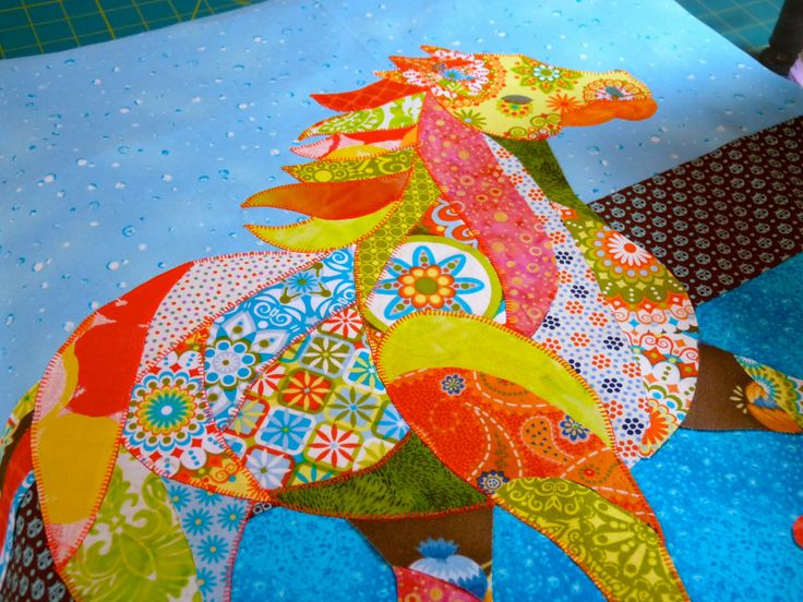 I love these horse quilts!
