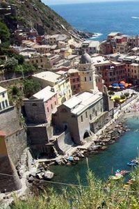 Cinque-Terre Vakantie Italie. Luguria is de smalle reep land die van de Franse grens tot ongeveer aan La Spezia loopt. De Bloemenrivièra zal de meeste mensen bekender in de oren klinken. #Luguria #Ligurië #Ligurie #Italia #Italie #Italië #Italy