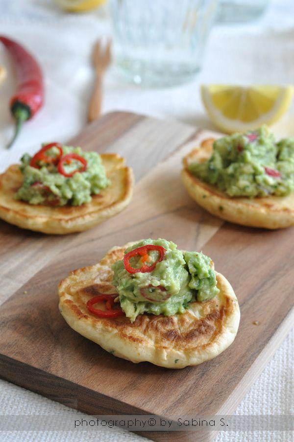 Due bionde in cucina: Frittelle di mais con salsa piccante di avocado