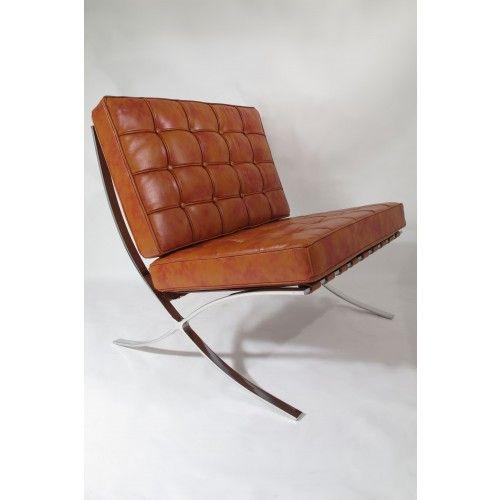 Voorbeeld van luchtige fauteuil -Design fauteuil Barcelona in leer