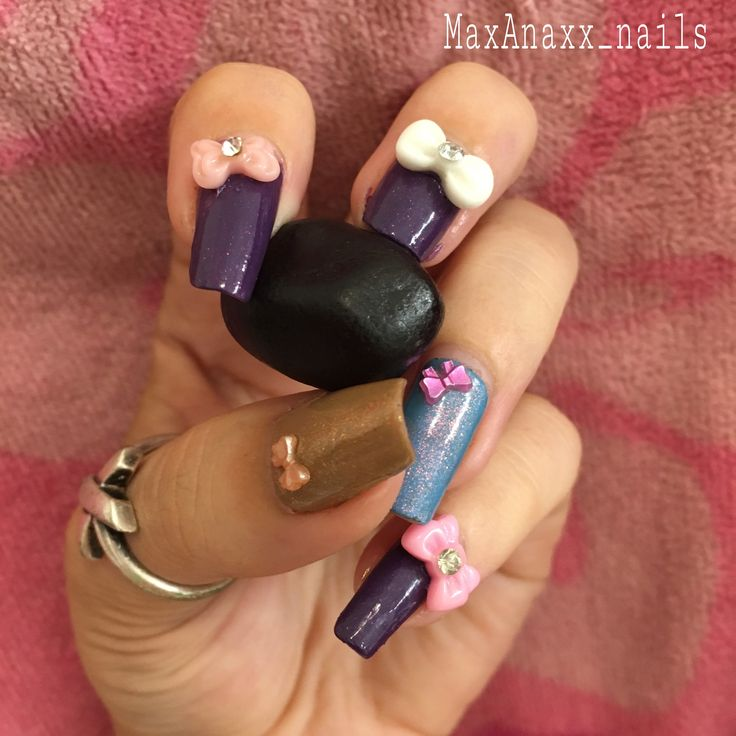 Purple nails with bows