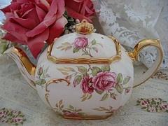 teapotTeas Time, Beautiful Teapots, Teas Cups, High Tea, Rose Teapots, Teas Pots, Pink Rose, Teapots Teacups, Teas Parties