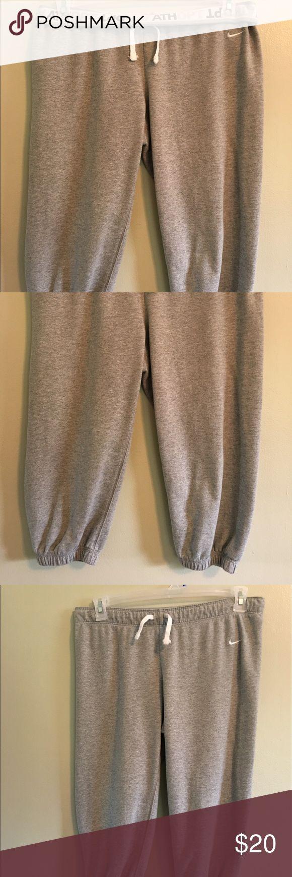 Nike Capri EUC Nike work-out Capri. Waist can be worn rolled down or up. Smoke and pet free Nike Pants Capris