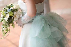 大人気!手軽にアレンジ・サッシュリボンでコーディネートした先輩花嫁&モデルのウェディングドレス事例 - NAVER まとめ