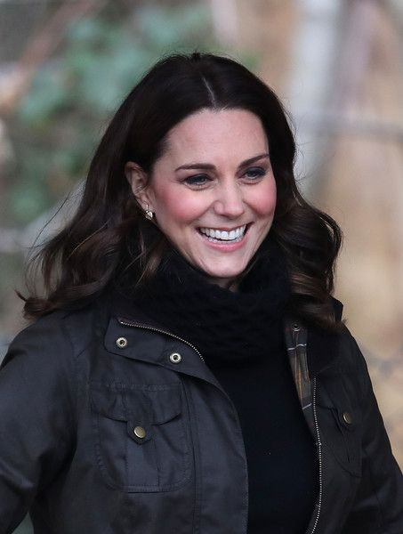 Kate Middleton Photos - Catherine, Duchess of Cambridge visits the Robin  Hood Primary School to