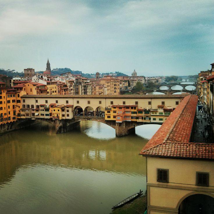 Puente Vecchio desde la Galeria Uffizi de Florencia #Italia / #Viajology