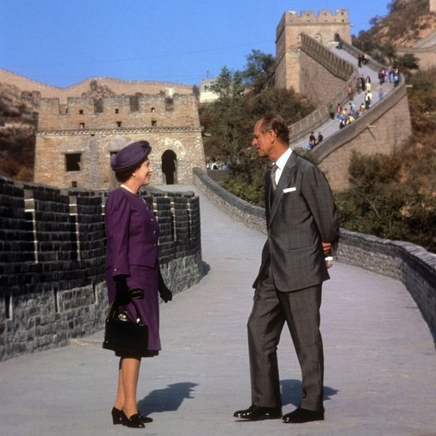Queen Elizabeth II and the Duke of Edinburgh at the Bedaling Pass, on the Great Wall of China, on the third day of their state visit to China in 1986.