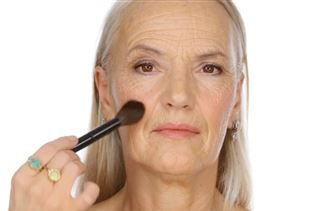 "Who says age has to come before beauty?One new makeup tutorial – for senior citizens – has gotten nearly 263,000 views in two weeks. ""Glowing, Youthful Day Makeup Look for Mature Skin"" has taken off as one of the few online videos aimed at older women.British creator Lisa Eldridge, who has spent the last 20 years as a makeup artist to stars including Kate Moss, Kate Winslet and Keira Knigh"