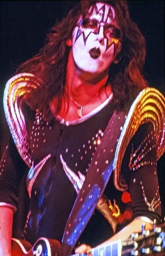 Pin By Pat On Kiss Ace Frehley Vintage Kiss Ace Frehley Guitar