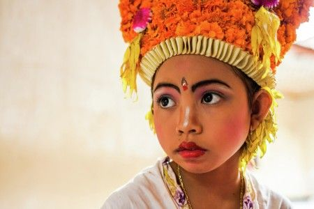 Made Yudistira: This little girl still waiting for the queue for making up her face. She would become one of the angles or 'dedari' and performing Rejang Dance on the ceremony itself called as 'Dewa Mesraman' or the gathering of the Gods