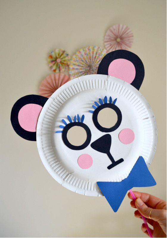 Realizza una maschera di carnevale con piatto di carta insieme ai tuoi bimbi, sarà facile e divertente, grazie al video tutorial dettagliato di La Figurina