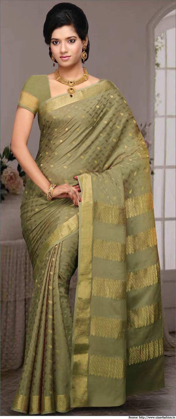 The Mysore silk sarees are minimalist in their design with just zari border and zari booties. #mysoresilksaree #sarees #southindiansarees