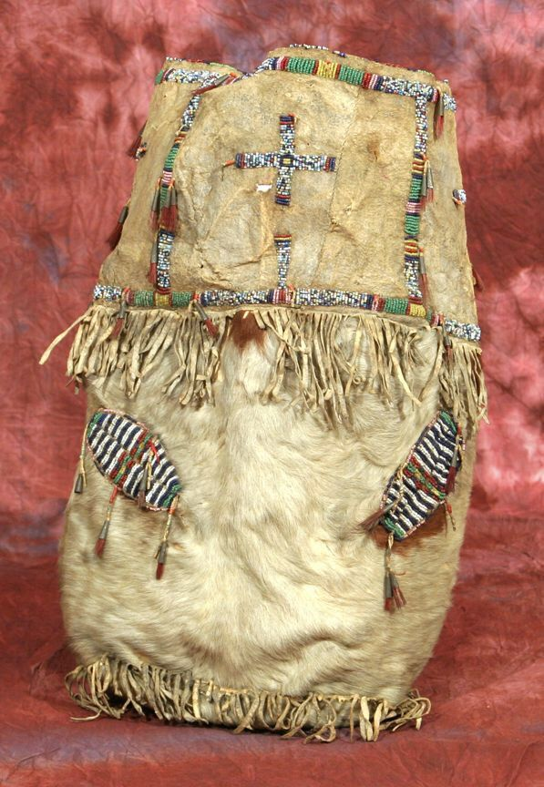 """""""Магическая"""" сумка, Сиу. А. Размеры: 20 х 13,5 дюймов. Из коллекции Dr. Delwin & Karen Bokelman, Пенсильвания. Период: 1880. March in Montana 2013 год."""
