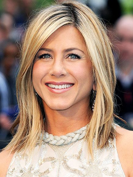 """JENNIFER ANISTON'S MAKEUP  ROLL OVER photo for 4 easy steps!  For a """"classic, elegant"""" look that's more suited to the actress in real life, her Horrible Bosses makeup artist Angela Levin gave her soft smoky eyes and a summer glow with Chanel products and St. Tropez Gold Illuminator for the film's London premiere."""