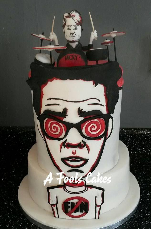 FAMOUS CAKE!! This guy is AWESOME! Cake based on tour poster! #RyanHamilton #MichaelRichards #RyanHatesFun #afoolscakes