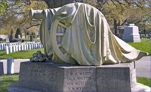 rosehill cemetery chicago memorial day parade