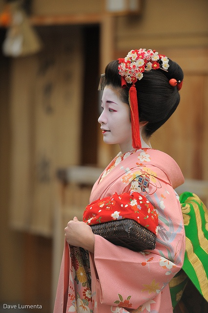 Satsuki (now geiko) as minarai of Gion Kobu