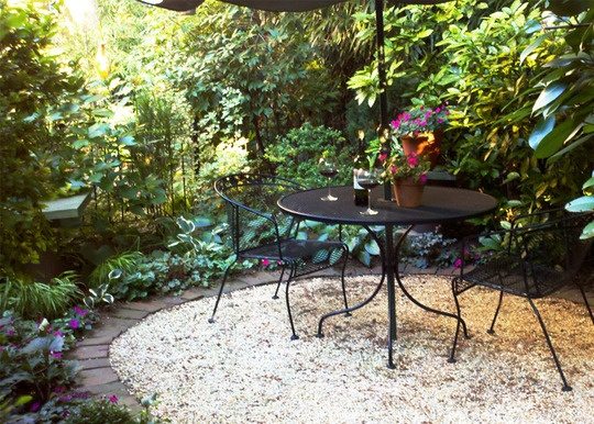Love the pavers and pea gravel combination.