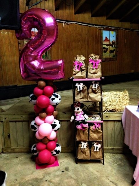 Minnie mouse cowgirl birthday party decor
