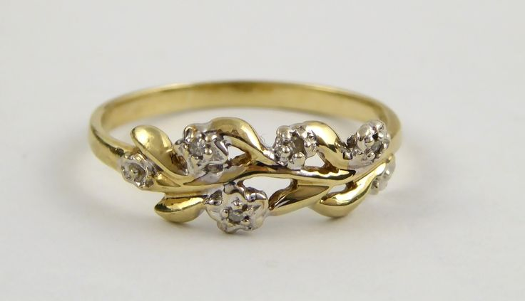 Vintage 9ct Gold Ring Leaf Pattern with Diamond Chips Size K 1/2 - The Collectors Bag