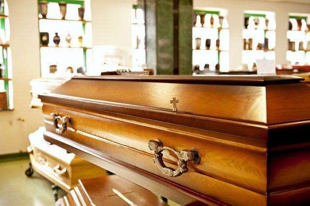Un pret bun la serviciile de incinerare umana  Firma Dorobantu Funerare Rainbow este specializata si autorizata in serviciile funerare in Bucuresti si are o activitate de peste 15 ani in acest domeniu, timp in care a fost alaturi de client in momentele dificile si le-a oferit servcicii bune la preturi si mai bune. Compania ofera si servciii...  http://articole-promo.ro/pret-bun-la-serviciile-de-incinerare-umana/